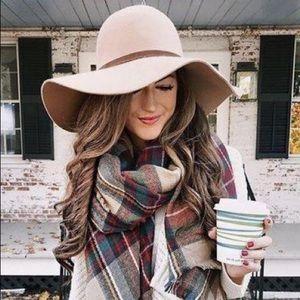 Accessories - Winter hat (sand)